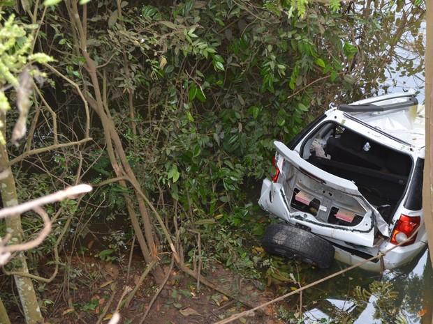 Quando equipe do Samu chegou ao veículo, vítimas já estavam mortas (Foto: Jeferson Carlos/ G1)