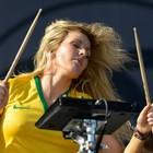 De camisa canarinho, Ellie Goulding faz show atlético (Flavio Moraes/G1)