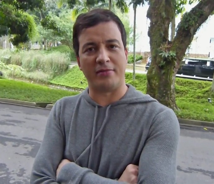 Rafael Cortez grava vídeo especial para o Dia dos Namorados (Foto: Gshow)