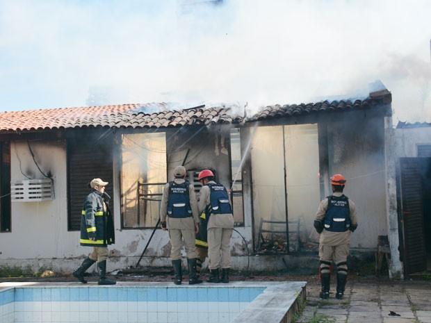 Incêndio destruiu dormitório no Jardim Luna, em João Pessoa (Foto: Walter Paparazzo/G1)