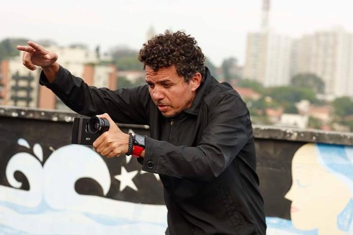 O cineasta Frank Mora durante a gravação do filme Charlotte SP, totalmente gravado com iPhone (Foto: Divulgação/Raul Raichtaler)