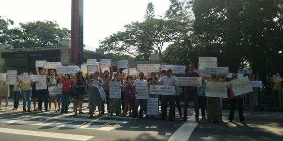 Funcionários do Butantan protestam em frente ao Palácio dos Bandeirantes. Eles se opõem ao afastamento de Jorge Kalil da presidência da instituição (Foto: Divulgação)