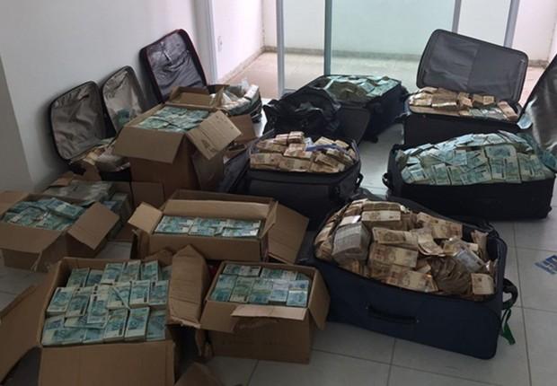 """Após investigações decorrentes de dados coletados nas últimas fases da Operação Cui Bono, a PF chegou a um endereço em Salvador/BA, que seria, supostamente, utilizado por Geddel Vieira Lima como """"bunker"""" para armazenagem de dinheiro em espécie. (Foto:  Policia Federal)"""