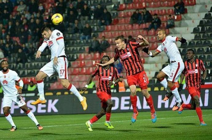 Felipe Melo em ação pelo Galatasaray (Foto: Site oficial do Galatasaray)