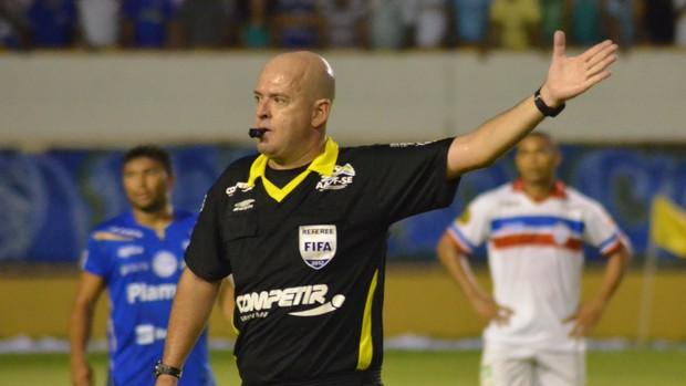 Héber apitou a final do Campeonato Sergipano (Foto: João Áquila / GLOBOESPORTE.COM)