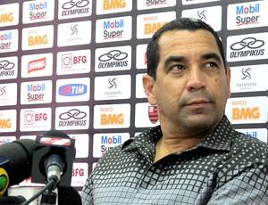 Zinho na entrevista do Flamengo (Foto: Janir Júnior / Globoesporte.com)