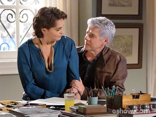 Beatriz garante que é muito feliz ao lado do marido com ou sem segredo  (Foto: Império/TV Globo)