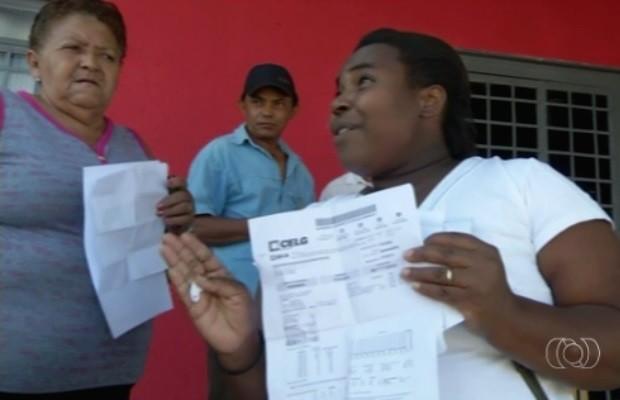 Moradores questionam aumento de até 80% em conta de energia, em Uruaçu, Goiás (Foto: Reprodução/TV Anhanguera)
