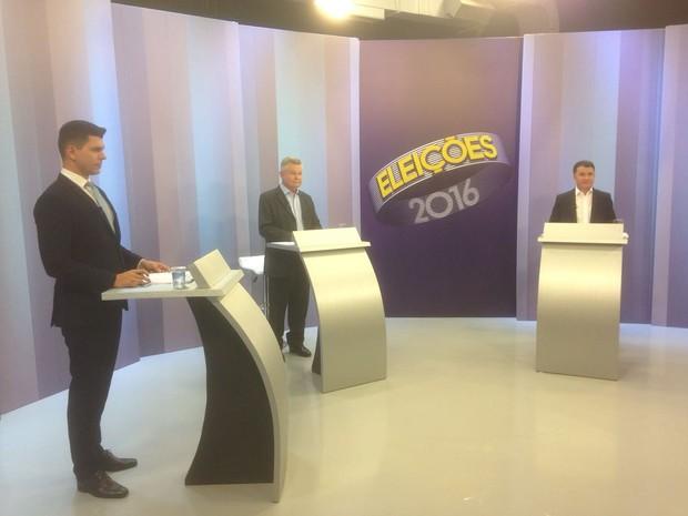 Udo Döhler (PMDB) e Darci de Matos (PSD) participam de debate em Joinville (Foto: RBS TV)