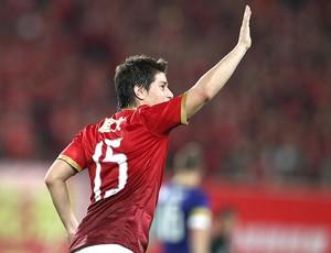 Darío Conca comemora gol Guangzhou Evergrande (Foto: Reprodução / Sina.com)