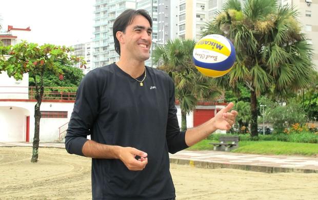 Rodrigão na praia (Foto: Juliana Vieira / GloboEsporte.com)