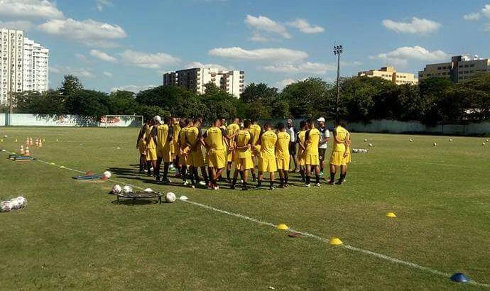 Comissão técnica conversou com o elenco no Estádio do Trabalhador (Foto: Divulgação/Resende FC)