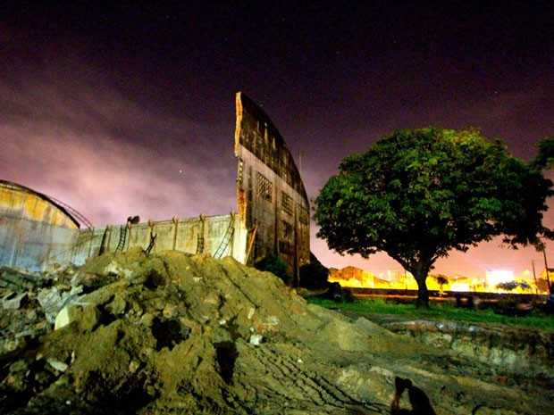 Demolição no Cais José Estelita começou na noite de quarta (Foto: Nilton Pereira / Acervo Pessoal)