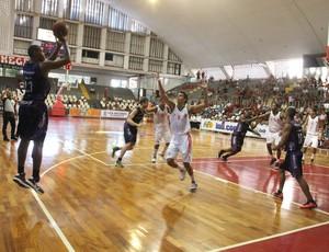 Mogi x Macaé NBB (Foto: Guilherme Peixinho)