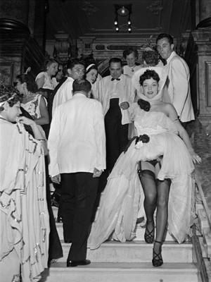 Baile de carnaval no Teatro Municipal em 1949 (Foto: Divulgação/MAR)