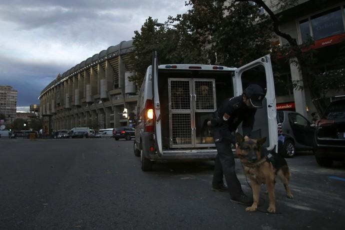Bernabeu segurança Real Madrid x Barcelona (Foto: AP)