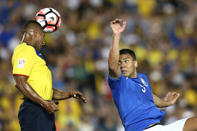 Casemiro Brasil x Equador (Foto: Lucas Figueiredo/MoWA Press)