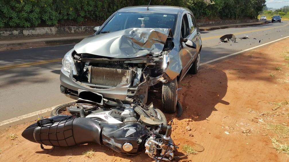Mulher morreu em acidente entre carro e moto em São Manuel (Foto: Acontece Botucatu/Divulgação)