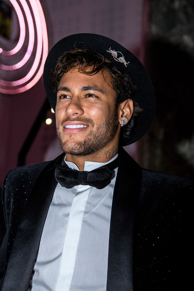 Neymar Jr. is seen celebrating his 26th birthday in Paris on February 4, 2018 (Foto: Divulgação)
