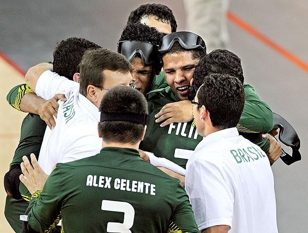 Brasil comemora vitória no goalball nas paralimpíadas (Foto: EFE)