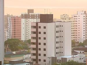 Moradores priorizam pagar dividas de cartões, a pagar o condomínio (Foto: Reginaldo dos Santos / EPTV)