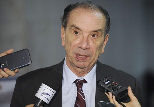 O senador Aloysio Nunes (PSDB-SP) concede entrevista (Foto: Jefferson Rudy/Agência Senado)