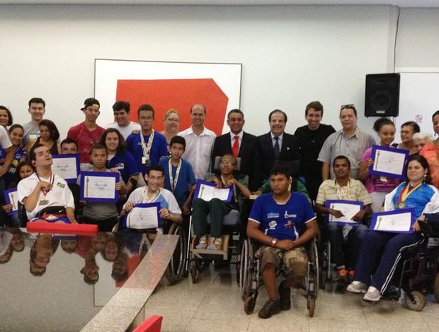 Atletas receberam homenagem nesta segunda-feira (Foto: Anna Lúcia Silva)
