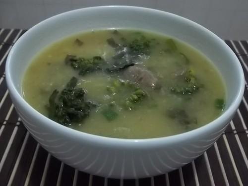 Sopa de mandioca e brócolis
