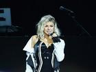 Fergie usa figurino sexy e exibe bumbum em show nos EUA