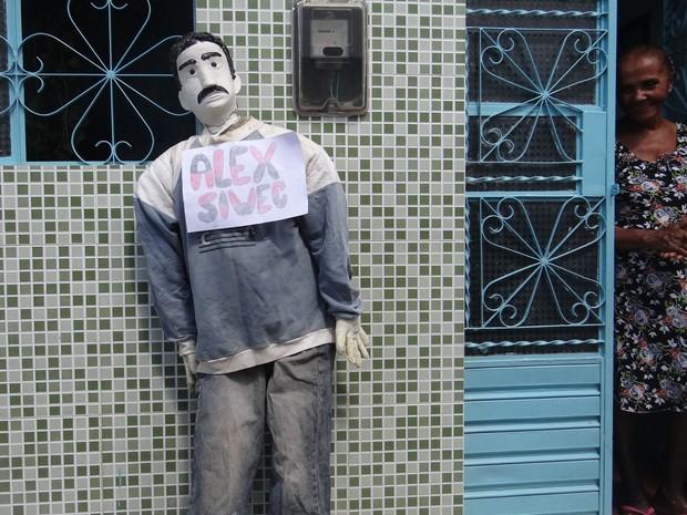 Moradores quiseram dar ao Judas mesmo nome de universitário que atropelou ciclista na Av. Paulista. (Foto: Michelle Farias/G1)