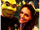 Thiago Martins e Paloma Bernardi se fantasiam de Shrek e Fiona