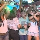 Foliões curtem o carnaval de rua em Goiás (Reprodução/ TV Anhanguera)