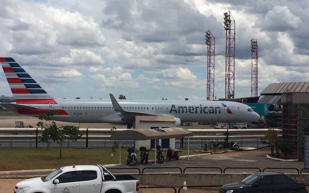 Avião da American Airlines que pousou em Brasília após briga de casal (Foto: Wellington Hanna/G1)