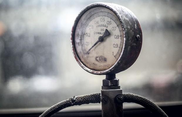 Carburador em três gerações: intrumentos de precisão ajudam a afinar o carburador (Foto: Rafael Munhoz / Autoesporte)