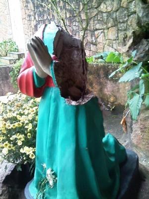 Imagem de Santa foi atacada em Itanhaém, SP (Foto: Zane ZC / Arquivo Pessoal)