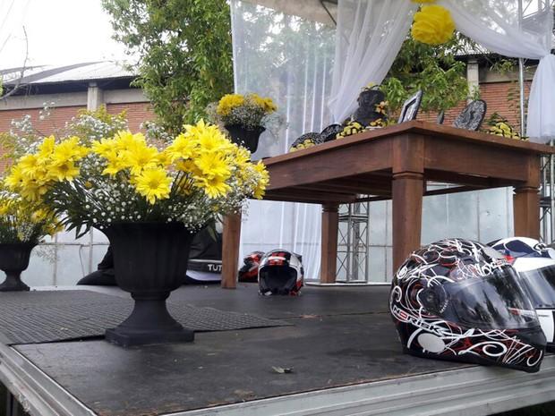 Casal saiu de São Paulo (SP) para se casar em evento de motociclistas em Poços de Caldas, MG, neste sábado (15) (Foto: Thiago Luz/EPTV)