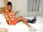 Pâmella Gomes irá desfilar e sambar com bota ortopédica: 'Superação'