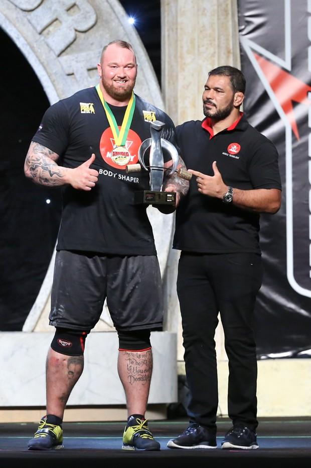 Hafþór Júlíus Thor Björnsson e Rogério Minotouro (Foto: Roberto Filho/Brazil News)