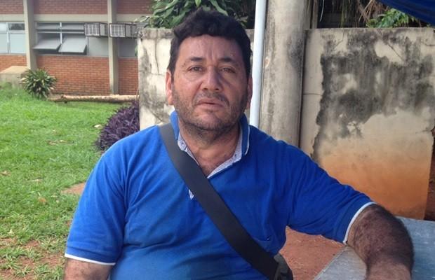 Amauri Assunção Cortez, de 52 anos, diz que ficou 'traumatizado' após ter dengue, em Goiás (Foto: Fernanda Borges/G1)