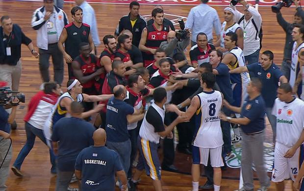 São José Flamengo NBB confusão 3 (Foto: Reprodução SporTV)