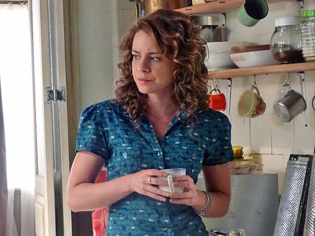 Cristina fica com a pulga atrás da orelha com as palavras da tia sobre o ex-noivo (Foto: Império / TV Globo)