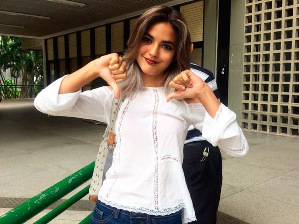 Beatriz Leandro Luz, de 18 anos, foi assaltada em Salvador, e acabou não fazendo o boletim de ocorrência para fazer o Enem sem o documento com foto (Foto: Henrique Mendes/G1)