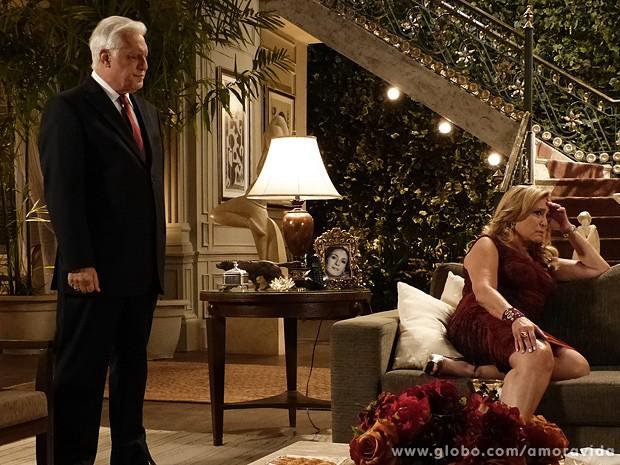 César fica sem reação quando Pilar lhe nega o convite para ir para a cama (Foto: Amor à Vida/TV Globo)