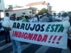 Protestos contra violência marcam enterro de vereador em Araújos