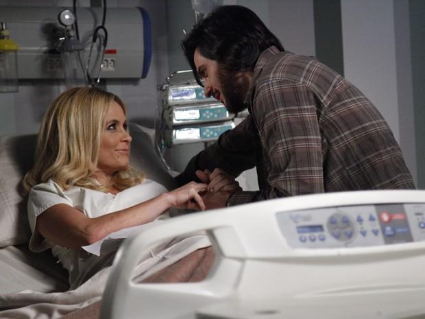 Herval visita Pamela no hospital e rola climinha (Foto: Raphael Dias/TV Globo)