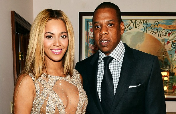 Jay-Z e Beyoncé deixam seu amor tão claro em público que é difícil imaginá-los se separando um dia. Mas, caso se divorciem, a cantora tem direito a receber 15 milhões de dólares, mais outros 5 milhões por cada criança gerada enquanto estiver casada com o rapper. Por ora, eles têm só uma filha: Blue Ivy. (Foto: Getty Images)