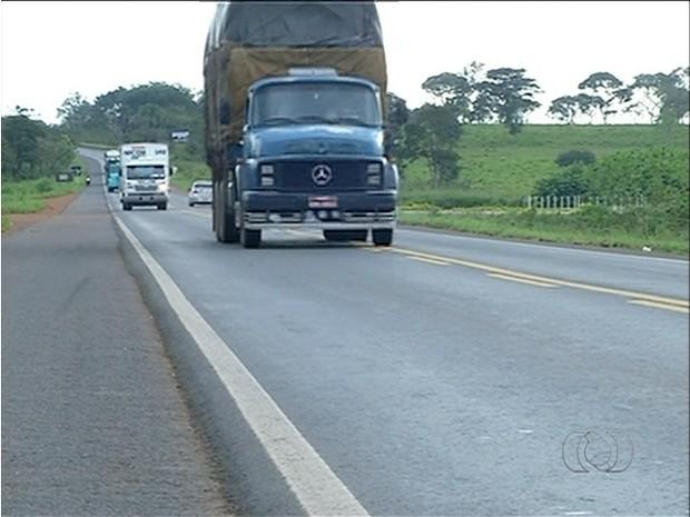 Caminhões pesados terão horários especifícos para rodas nas estradas (Foto: Reprodução/TV Anhanguera)