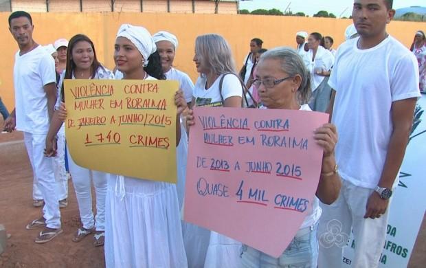 Mulheres fazem marcha contra a violência, em Boa Vista (Foto: Bom Dia Amazônia)