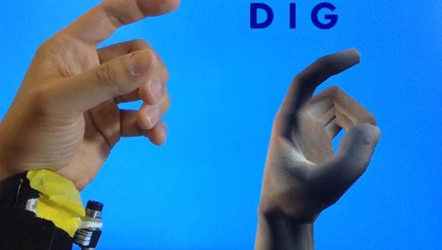 Aparelho cria mão virtual do jogador dentro de programas e games (Foto: Divulgação)