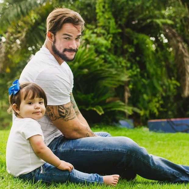 Rodrigo Carvalho e a filha Valentina (Foto: Reprodução/Facebook)